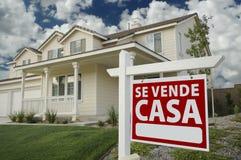 Sinal espanhol e casa dos bens imobiliários das casas do SE Vende Fotos de Stock
