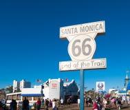Sinal famoso de Route 66 em Santa Monica Pier Fotografia de Stock