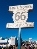 Sinal famoso de Route 66 em Santa Monica Pier Imagem de Stock