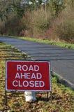 Sinal fechado da estrada adiante Fotografia de Stock Royalty Free