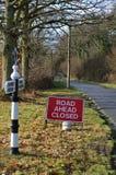Sinal fechado da estrada adiante Fotos de Stock