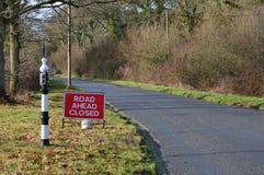 Sinal fechado da estrada adiante Fotografia de Stock