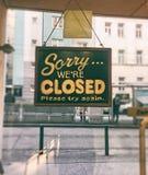 Sinal fechado na loja fotos de stock royalty free