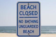 Sinal fechado praia Imagem de Stock Royalty Free
