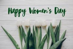 Sinal feliz do texto do dia do ` s das mulheres Olá! configuração do plano da mola whit à moda Foto de Stock Royalty Free