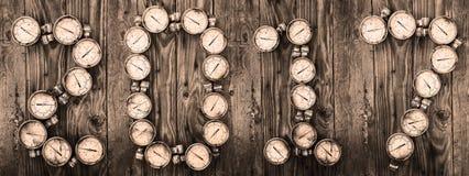 sinal 2017 fundo do ano novo, 2017 por ferramentas ou por equipamento no fundo de madeira, ideia do ano novo da peça sobresselent Fotos de Stock Royalty Free
