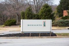 Sinal global das matrizes de Monsanto na entrada do terreno Fotografia de Stock Royalty Free