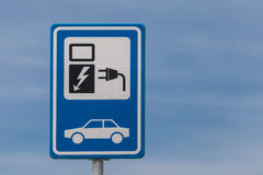 Sinal holandês para cobrar um veículo eléctrico imagem de stock