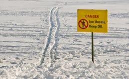 Sinal inseguro do gelo Fotografia de Stock Royalty Free