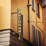Sinal italiano do restaurante imagens de stock