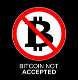 Sinal não aceitado do bitcoin do vetor Ícone não permitido cripto dos monets com círculo vermelho Bandeira, etiqueta para a cópia Fotografia de Stock