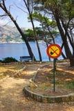 Sinal não fumadores no parque Imagem de Stock