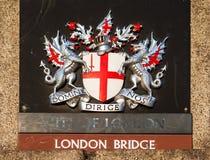 Sinal na ponte de Londres Londres, Reino Unido Imagens de Stock