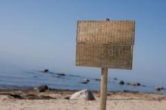 Sinal na praia Foto de Stock Royalty Free