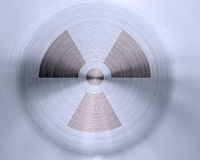 Sinal nuclear no metal Imagens de Stock Royalty Free