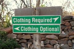Sinal opcional ou exigido da roupa fotografia de stock