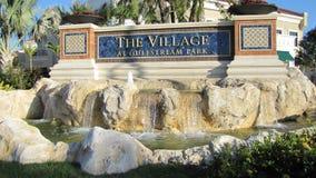 Sinal para Gulfstream Park & x27; shopping da vila de s Foto de Stock Royalty Free