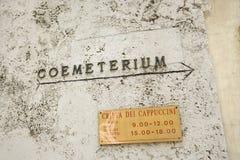 Sinal para o coemeterium em Roma, Italy. Fotos de Stock
