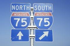 Sinal para o Norte e Sul 75 de um estado a outro Fotografia de Stock Royalty Free