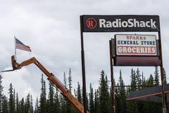 Sinal para uma loja de Radio Shack imagens de stock royalty free