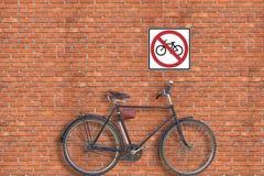Sinal. Parede e bicicleta de tijolo Fotos de Stock Royalty Free