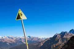 Sinal - perigo da queda para baixo, Sochi Imagens de Stock Royalty Free