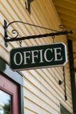 Sinal preto de suspensão do escritório Imagem de Stock