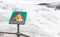 Sinal quadrado verde - advertindo para o risco de queda Fotos de Stock Royalty Free