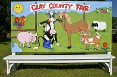 Sinal que anuncia uma feira de condado rural Fotografia de Stock Royalty Free