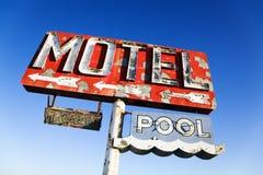 Sinal retro resistido do motel fotografia de stock royalty free