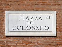 Sinal Roma do mármore do quadrado de Colosseum, Itália Foto de Stock
