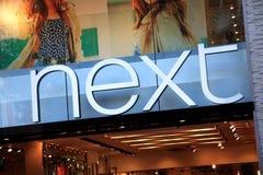 Sinal seguinte da loja de roupa Fotografia de Stock