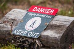 Sinal térmico vulcânico do perigo do vulcão - parque nacional de Yellowstone fotografia de stock