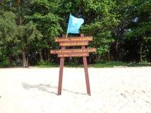Sinal tailandês Phuket da praia, Tailândia Foto de Stock Royalty Free