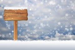 Sinal vazio coberto de neve em um fundo do floco de neve do Natal Imagens de Stock Royalty Free