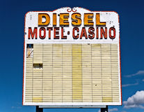Sinal velho da estrada do deserto Fotografia de Stock Royalty Free