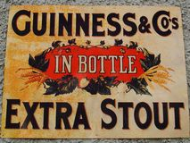 Sinal velho de Guinness Fotografia de Stock Royalty Free