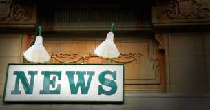 Sinal velho do carrinho de notícia Fotografia de Stock Royalty Free