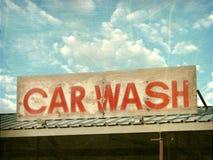 Sinal velho do lavagem de carros Imagem de Stock Royalty Free