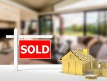 Sinal vendido da casa Imagens de Stock