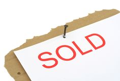 Sinal vendido da propriedade imagem de stock