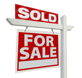 Sinal vendido dos bens imobiliários fotografia de stock