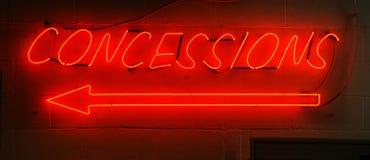 Sinal vermelho de néon das concessões Foto de Stock
