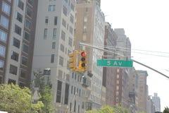 Sinal vermelho na 5a avenida em New York Imagens de Stock