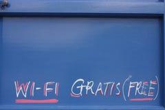Sinal Wi-Fi livre na porta Fotos de Stock Royalty Free
