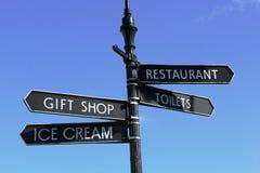 Sinalize mostrar a loja de lembranças, gelado, toaletes, restaurante Fotos de Stock Royalty Free