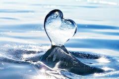 Sincelo sob a forma do coração no gelo Lago Baikal Coração frio Imagem de Stock Royalty Free