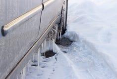 Sincelos em um carro no inverno Foto de Stock Royalty Free