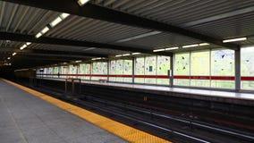 sind- alte Station Toronto 4k Timelapse Mühldort z.Z. 4 U-Bahnlinien mit ersten im Jahre 1954 sich öffnen Ungefähr 2 75 Passagier stock video
