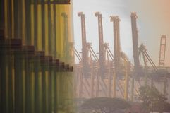 Sind sie Kräne oder mechanische Monster? lizenzfreies stockfoto